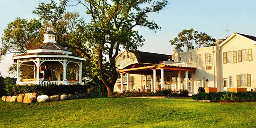 Travelzoo Deal: $369 -- Niagara-on-the-Lake 2-Night Summer Escape, Save 45%