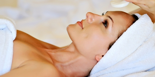 $39 --  Renowned Spa: Signature Facial w/Wine, Reg. $75