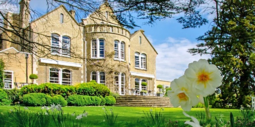£129 -- Boutique Cambridge Mansion Stay w/Dinner