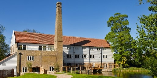 £199 -- Chic Suffolk Stay w/2-AA-Rosette Dinner & Champagne