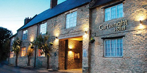 £99 -- Oxfordshire Hotel w/Dinner & Tickets, Save 55%