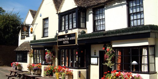 £99 -- Historic Cotswolds Inn Stay w/Meals & Castle Tickets