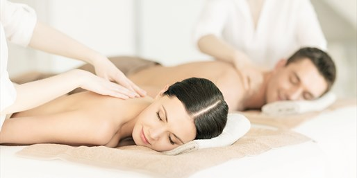 $99 -- Top-Rated Spa: Organic Couples Massage, Save 55%