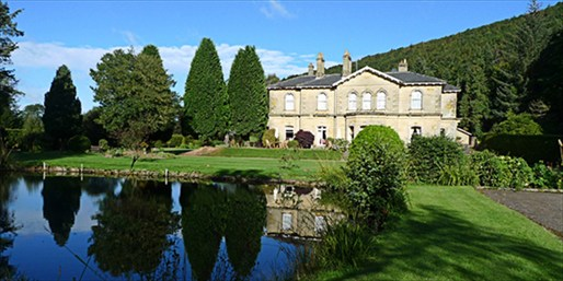 £99 -- Yorkshire Georgian Manor Stay w/Dinner, Save 43%