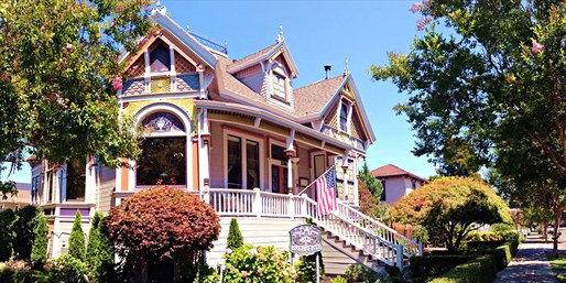 Travelzoo Deal: $149 -- Napa: Romantic Inn w/Breakfast and Wine