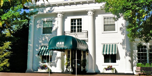 Travelzoo Deal: $99 -- Michigan: Charming Saugatuck B&B Escape thru June