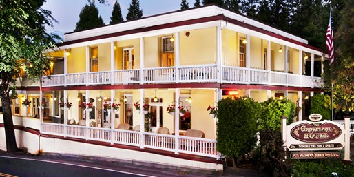 $249 -- 2-Night Stay near Yosemite w/Champagne, Reg. $548