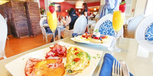 $20 -- Las Brisas: Unlimited Sunday Brunch for 2, 40% Off