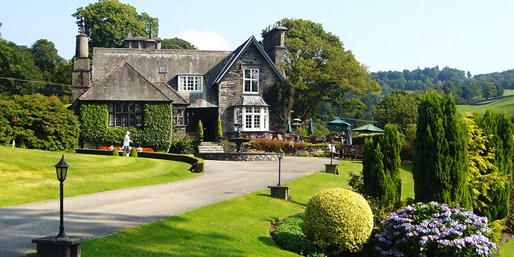 £149 -- Luxe Lake District 'Haven' w/Michelin-Listed Dinner