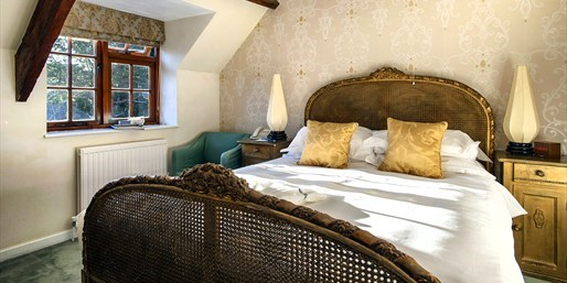 £129 -- 'Chic' Dorset Hotel Stay w/Dinner & Cream Tea