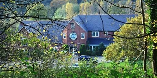 £79 -- Devon Coaching Inn Stay w/Breakfast, Save over 40%