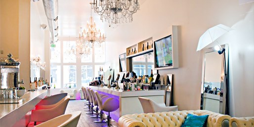 $20 -- 'Chic' Fluff Bar: Blowout or Salon Service, 50% Off