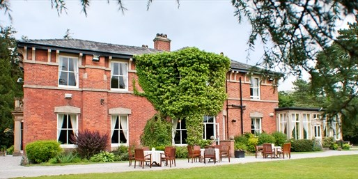 £89 -- Historic Lancashire Hotel Break with Meals & Bubbly