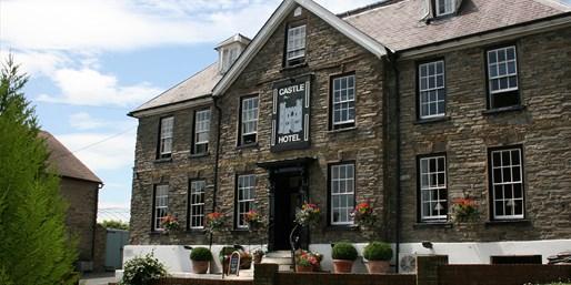 £99 -- Shropshire 18th-Century Coaching Inn w/'Hearty Food'