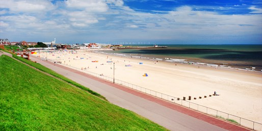 £49 -- Great Yarmouth: Coastal Getaway inc B'fast, Save 38%
