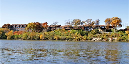Travelzoo Deal: $109 -- Northern Illinois Escape for 2 w/Dinner & Drinks