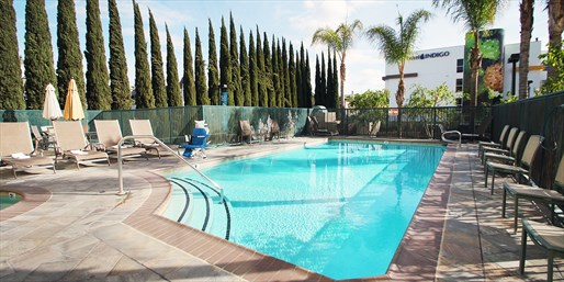 $99 -- Anaheim Hotel near Disneyland w/Parking & Wi-Fi