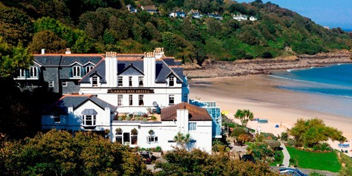 £139 -- 'Fabulous' Cornwall Beachfront Stay w/Meals & More