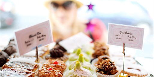 $35 -- Downtown Cupcake Crawl w/6 Tastings, Reg. $50