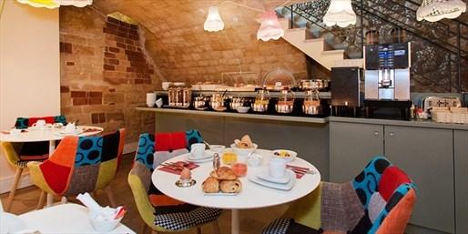 £84 & up -- Central Paris Getaway w/Breakfast