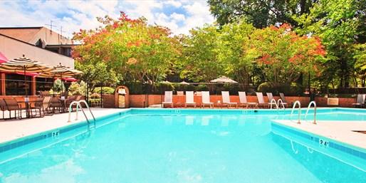 Travelzoo Deal: $69 -- Williamsburg Getaway thru Oct. w/Breakfast, Reg. $163