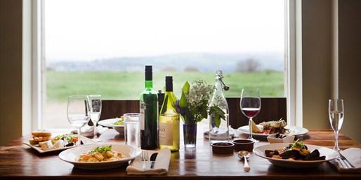 £35 -- 3-Course Dinner for 2 at Cotswolds Inn, Reg £66