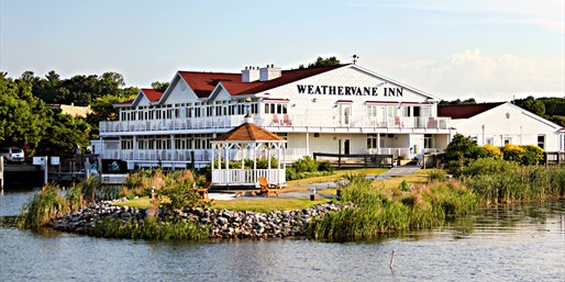 $69 -- Michigan: Charming Lakeside Inn w/Breakfast for 2