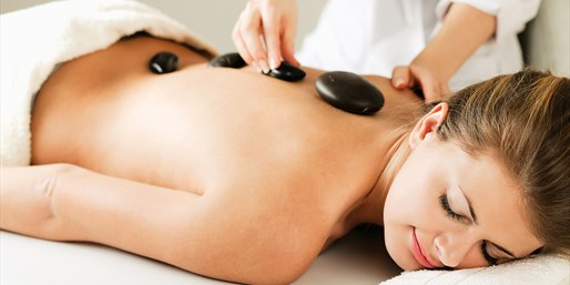 $65 & up: Spa Treatments at Hollywood Beauty Bar, 55% Off