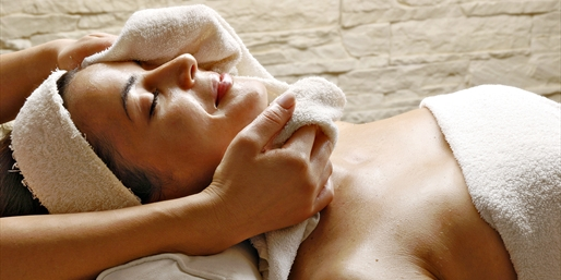 $99 -- 'Renowned' Niagara Spa: Massage w/Pedi, Reg. $175