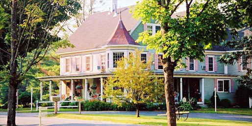 Travelzoo Deal: $249 -- New Hampshire 2-Nt. Romantic Suite Escape, Reg. $548