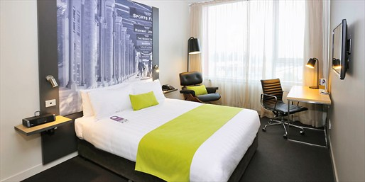 $129 -- Melbourne CBD Hotel Stay w/Breakfast, 35% Off