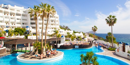 £125 -- Tenerife: 4-Night Apartment Stay w/Dinner Credit