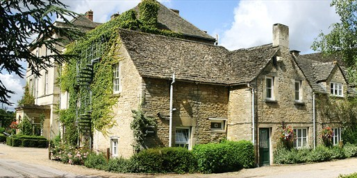 £79 -- Cotswolds 17th-Century Retreat w/Dinner