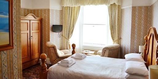£89 -- Llandudno Bay 2-Night Getaway w/Breakfast, Was £144