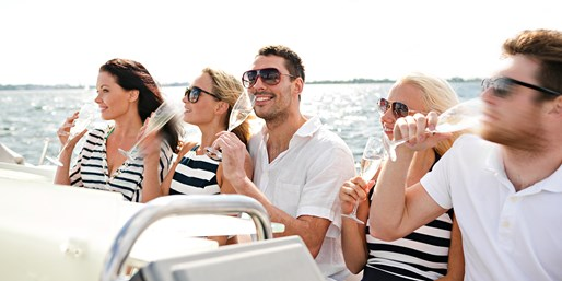 Manhattan Luxury Yacht Tour w/Bubbly, 35% Off