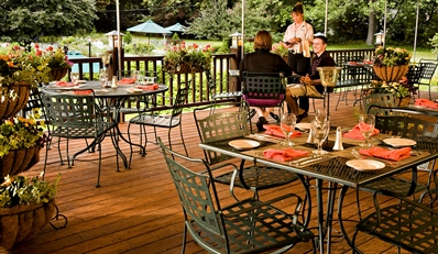 $149 - Poconos Escape w/Dining Credit & Cocktails, Reg. $269