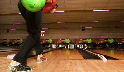 $25 & up -- Bowling Party w/Drinks & Unlimited Play