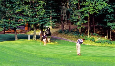 $50 -- Fairmont: Golf at Le Château Montebello, Reg. $82