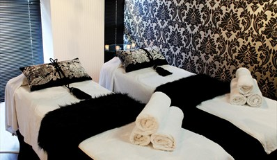 $165 -- Luxe Spa Suite for 2 in Perth w/Breakfast, 41% Off