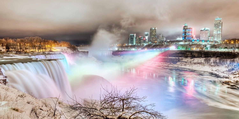 $119 – Niagara Fallsview Suite w/Breakfast, Reg. $353 -- Niagara Falls, Ontario