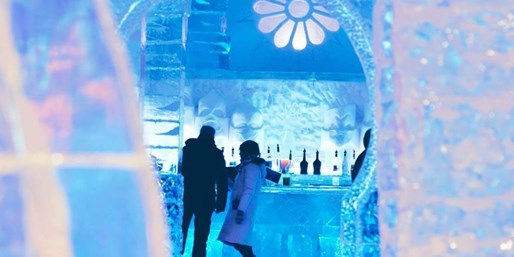 £159 -- Quebec Ice Hotel Stay w/Drink in Ice Bar, Was £225