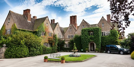 £149 -- Warwickshire Stay w/2-AA-Rosette Dinner, Save 46%