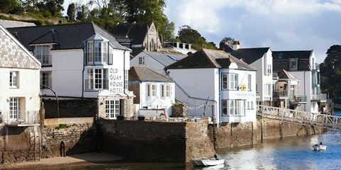 £149 -- Boutique Cornwall Stay w/Meals & Bubbly, 48% Off