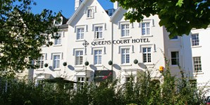 £99 -- Exeter: Georgian Hotel Stay w/6-Course Dinner
