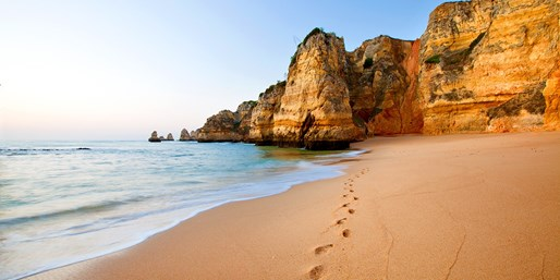 £26 & up -- Fly to the Algarve fr London & Manchester (Rtn)