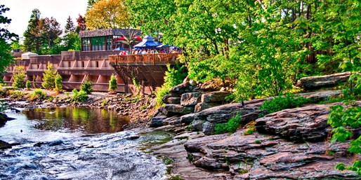 $189 -- Poconos Escape w/Water Park Passes for 4, Reg. $412