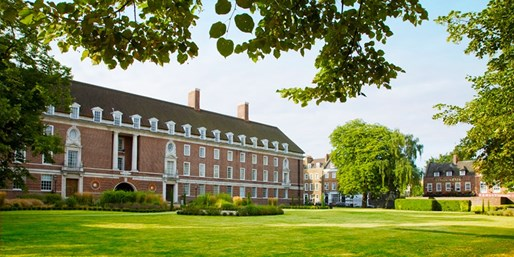 £109 -- London: Greenwhich Stay w/Dinner & Wine, Save 47%