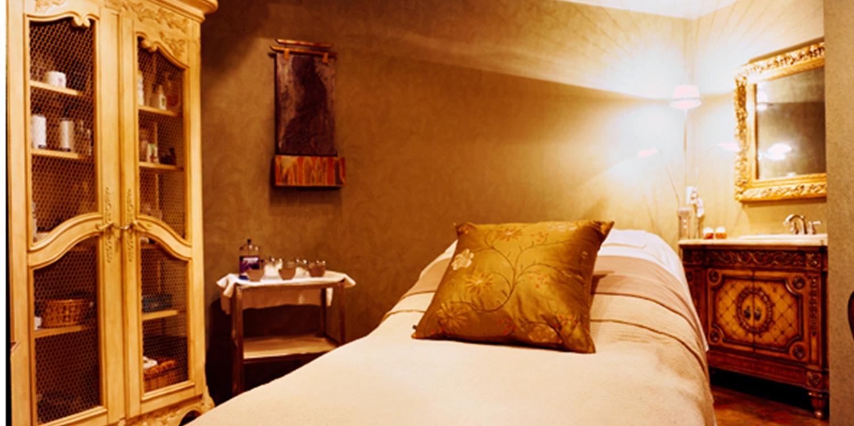 $55 -- Deep Tissue Hot Stone Massage w/Wine, 45% Off