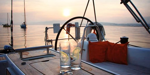 £89 -- Solent: Summer Yacht Trip w/Lunch or Dinner & Bubbly