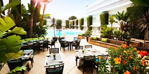 The Beverly Hilton: Poolside Brunch w/Prosecco
